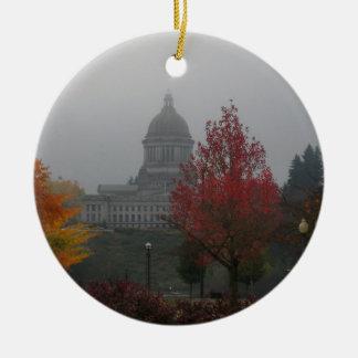 Capitolio del estado de Washington en la niebla - Adorno Redondo De Cerámica