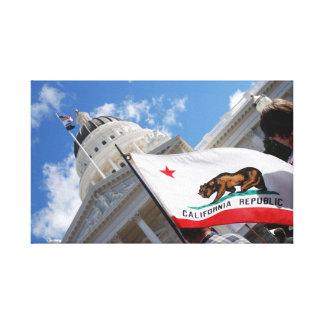 Capitolio y bandera del estado de California Impresión De Lienzo
