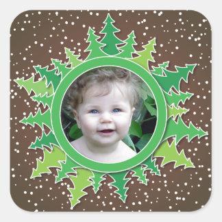 Capítulo con los árboles de navidad en BG marrón Pegatina Cuadrada