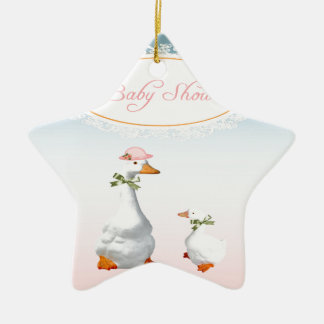 Capo y vidrios que llevan de la mamá ganso con el adorno navideño de cerámica en forma de estrella