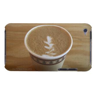 Cappuccino con diseño del árbol en espuma iPod touch Case-Mate protectores