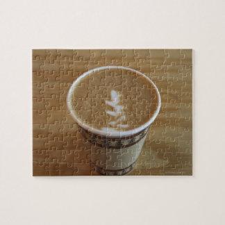 Cappuccino con diseño del árbol en espuma puzzles con fotos