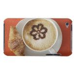 Cappuccino con el chocolate y un croissant, Italia Barely There iPod Protectores