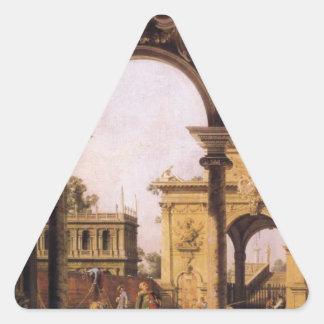 Capricho de un arco triunfal del renacimiento pegatina triangular