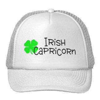 Capricornio irlandés con el trébol gorras