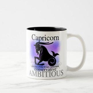 Capricornio sobre usted taza de café de dos colores