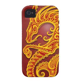 Capricornio tribal rojo de oro complejo, Case-Mate iPhone 4 fundas