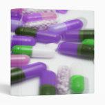Cápsulas verdes púrpuras rosadas de las píldoras