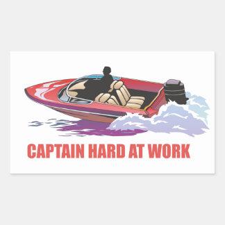 Captain en su barco en la velocidad, el salpicar pegatina rectangular
