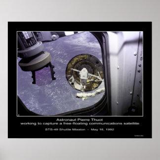 Captura de Thuot del astronauta un satélite libre- Póster