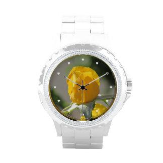 Capullo de rosa amarillo reloj de mano
