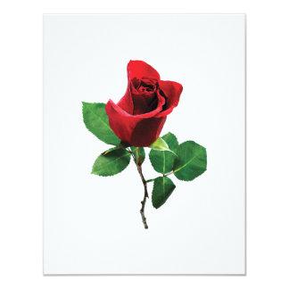 """Capullo de rosa rojo precioso invitación 4.25"""" x 5.5"""""""