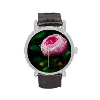 Capullo de rosa rosado relojes de mano
