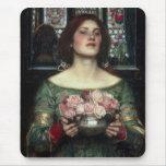 Capullos de rosa de John William Waterhouse Alfombrilla De Ratón