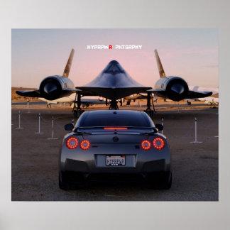 """""""Cara a cara"""" Nissan GT-R que toma en un SR-71 Poster"""
