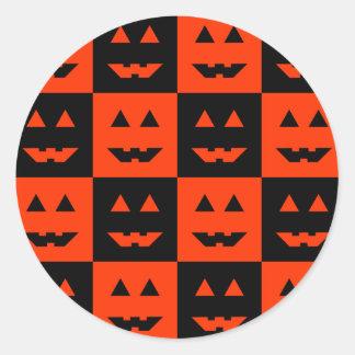 Cara a cuadros de la calabaza etiqueta redonda