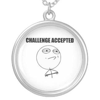 Cara aceptada desafío Meme cómico de la rabia Colgante Redondo
