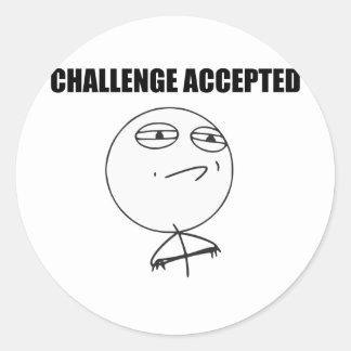 Cara aceptada desafío Meme cómico de la rabia Pegatina Redonda
