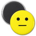 Cara amarilla tranquila simple iman de nevera