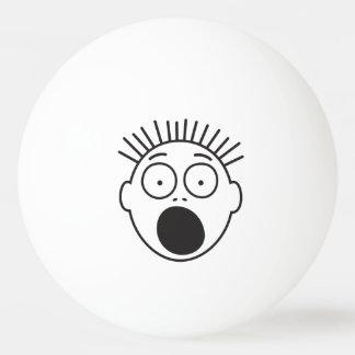 Cara asustada divertida pelota de ping pong