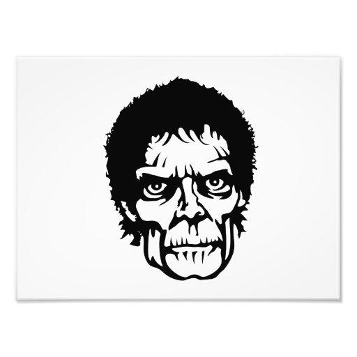 Cara asustadiza del monstruo del zombi fotografías