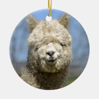 Cara blanca borrosa de la alpaca ornaments para arbol de navidad