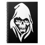 Cara blanca gótica del segador en fondo negro libreta