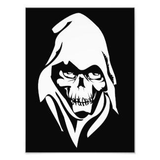 Cara blanca gótica del segador en fondo negro cojinete