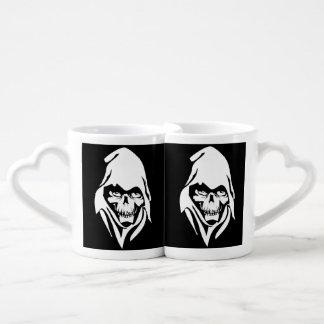 Cara blanca gótica del segador en fondo negro set de tazas de café