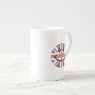 Cara británica del smiley de la bandera taza de porcelana