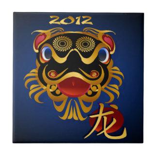 Cara china del dragón del oro de n de 2012 negros  azulejo cuadrado pequeño