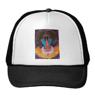 Cara coloreada intrépida del babuino en estilo con gorra