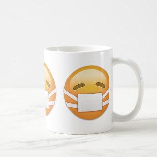 Cara con la máscara médica Emoji Taza De Café