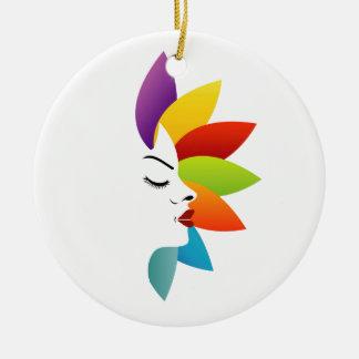 Cara con las hojas coloridas adorno navideño redondo de cerámica