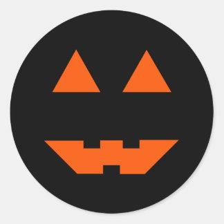 Cara de la calabaza de Halloween Etiquetas Redondas
