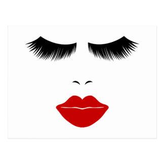 Cara de la moda de la diva con los latigazos y los postales