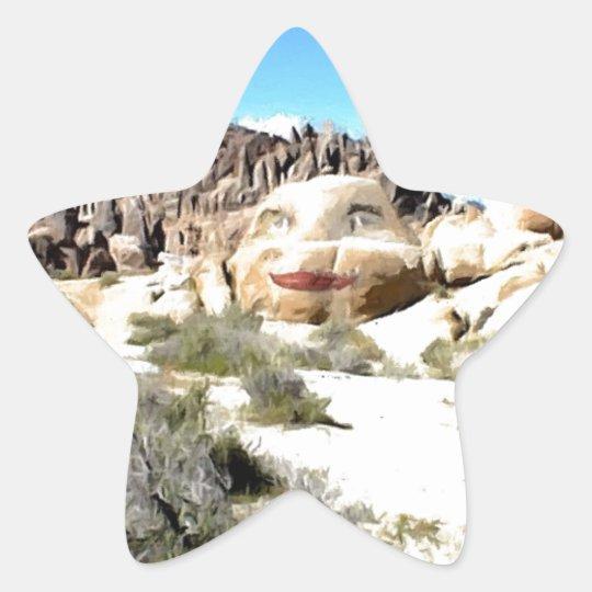 Cara de la roca con el lápiz labial pegatina en forma de estrella
