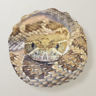cara de la serpiente de cascabel cojín redondo