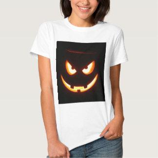 Cara de mueca malvada de la calabaza de Halloween Remeras