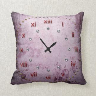 Cara de reloj púrpura del Grunge Cojin