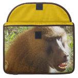 Cara del babuino que muestra los dientes fundas para macbooks