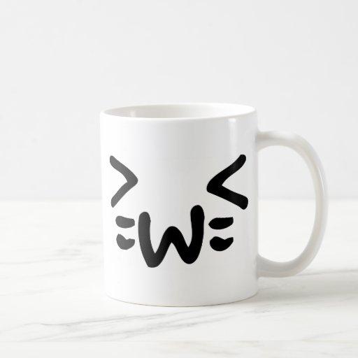 cara del emoticon del texto del gato taza básica blanca