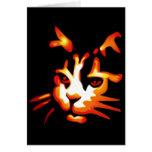 Cara del gato de Halloween que brilla intensamente Tarjeta