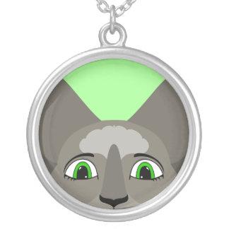 Cara del gato del animado con los ojos verdes grimpolas