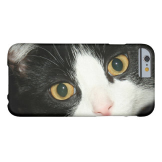 Cara del gato del smoking funda para iPhone 6 barely there