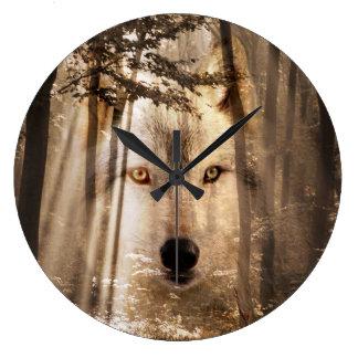 Cara del lobo en las maderas reloj redondo grande