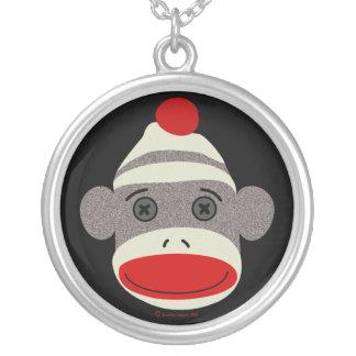 Cara del mono del calcetín collar plateado