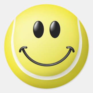 Cara del smiley de la pelota de tenis etiquetas redondas