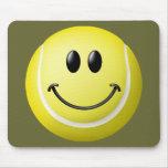 Cara del smiley de la pelota de tenis tapete de raton