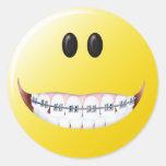 Cara del smiley de los apoyos pegatinas redondas